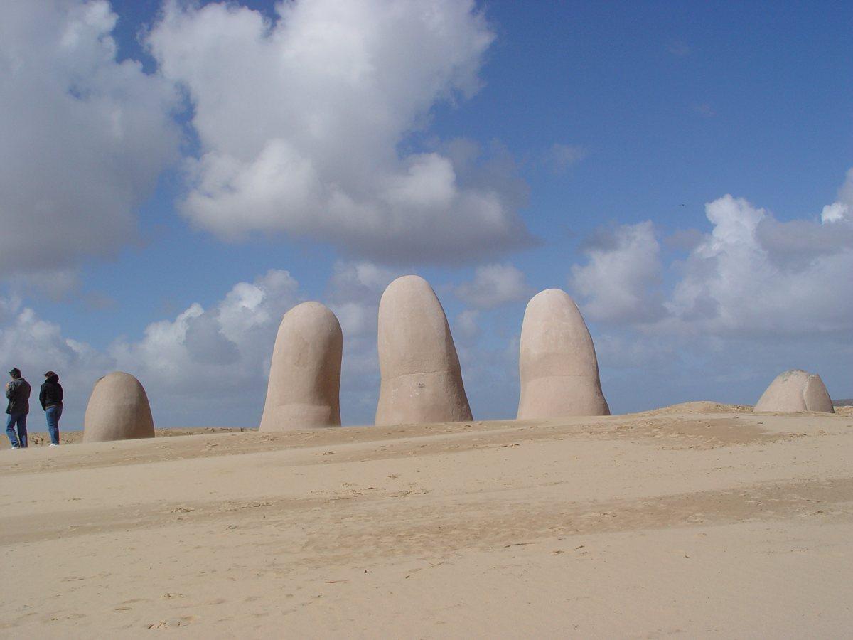 PUNTA DEL ESTE (Playa Brava Monumento Mano5)