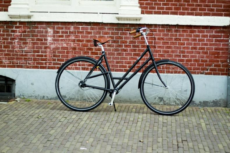 """Damenbike """"Amsterdam"""" schwarz - Seitenansicht"""