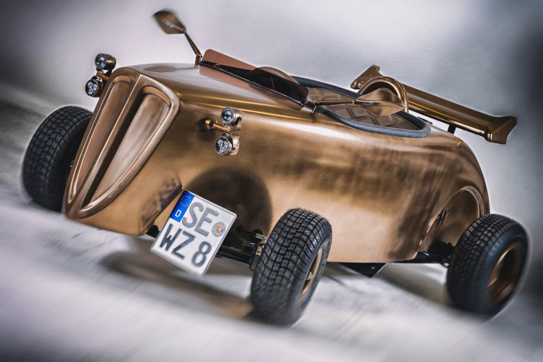 With its appeal this roadster shows that brass can have very well a magnetic effect.