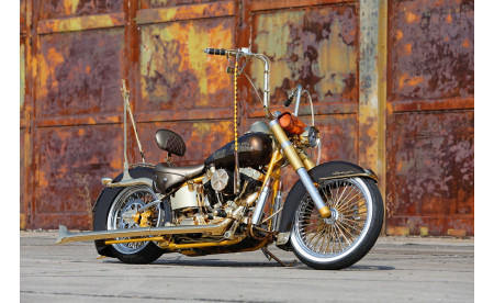 Harley Davidson 2000er Softail Deuce komplett Umbau 24 Karat Gold