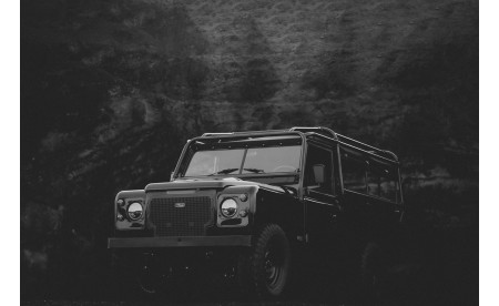 Land Rover Petrol V8 Deep Black