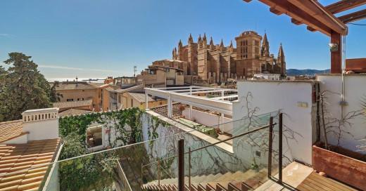 Fantastischer Altstadtpalast in der Nähe der Kathedrale La Seu mit Pool und Garage