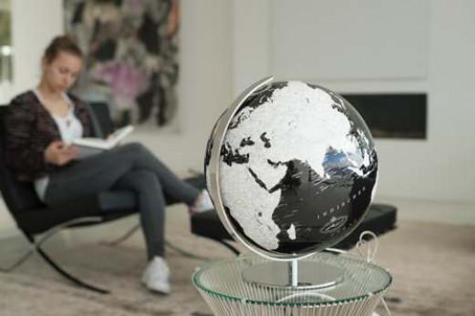 Besonderer Globus aus der Black Series - Made with Swarovski Zirconia - Columbus Verlag