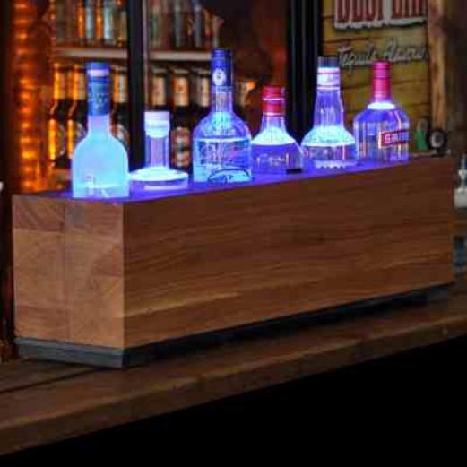 Wooden BAR Seitenblick Beleuchtung Blau in Bar